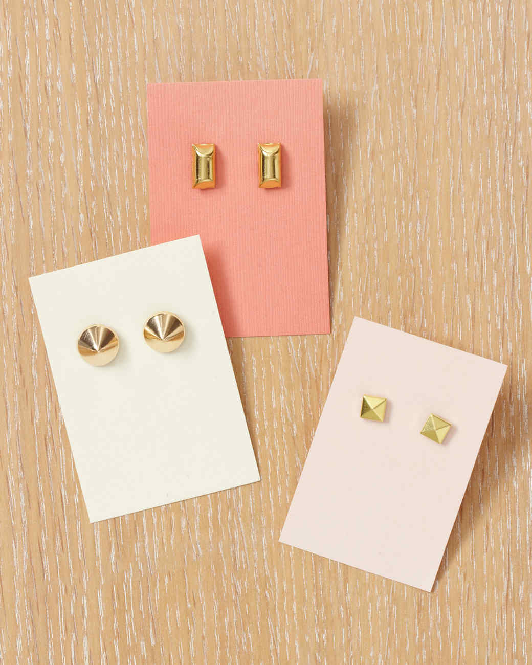 studded-earrings-wld109036.jpg