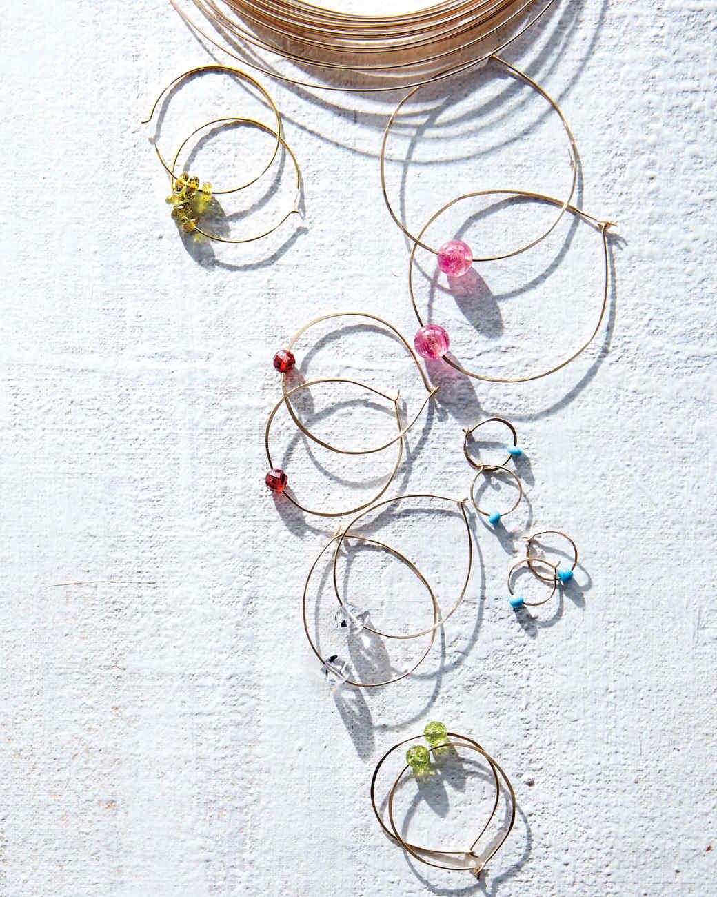 wire-earrings-301-md109777.jpg