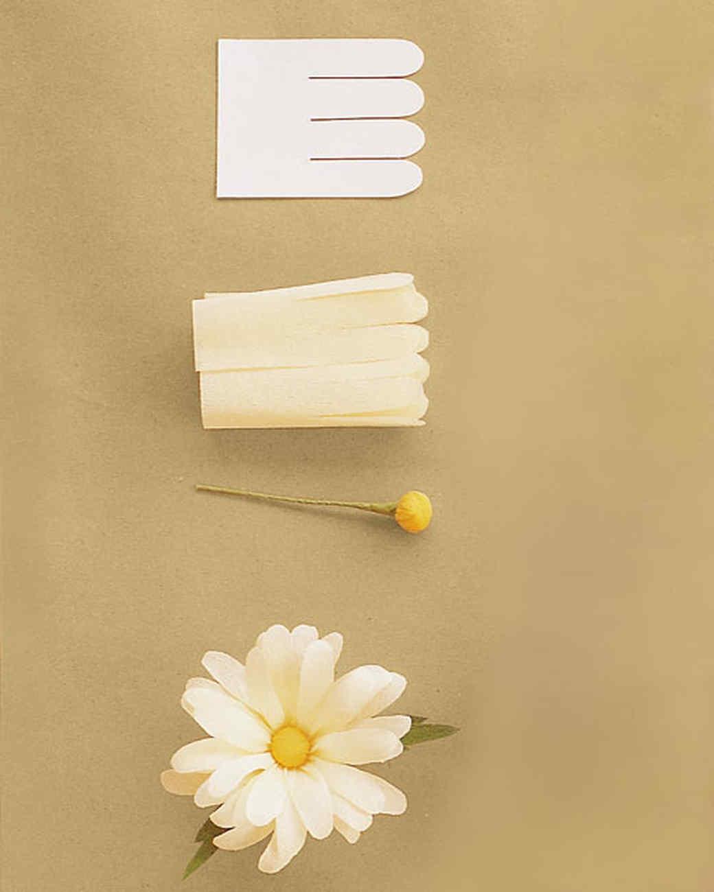 Как сделать цветок из гофрированной бумаги ромашки