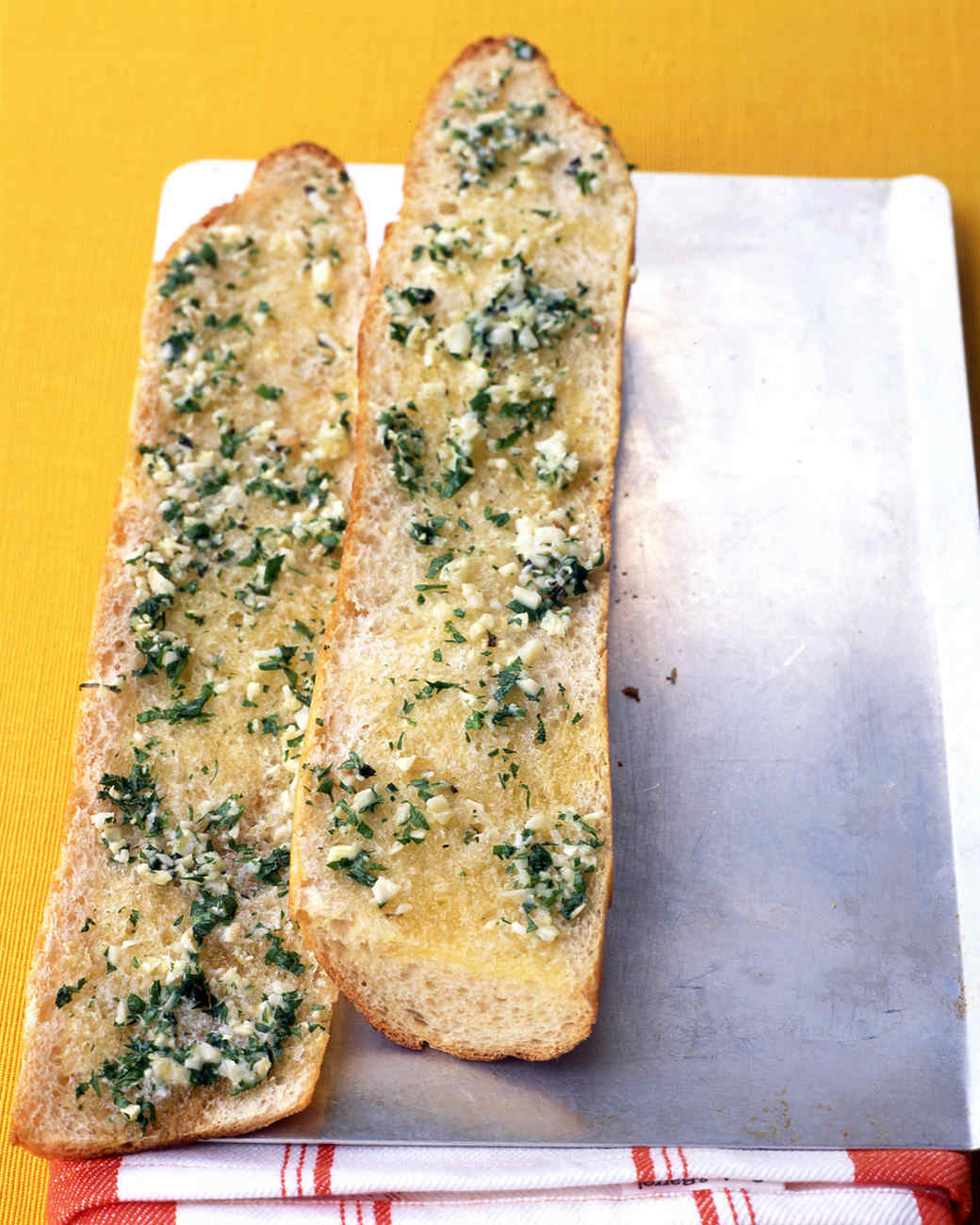EA100921_1004_l_garlic_bread.jpg