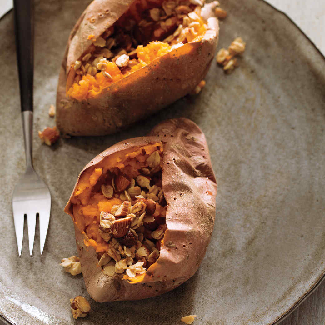Baked Sweet Potato with Maple-Oat Crumble
