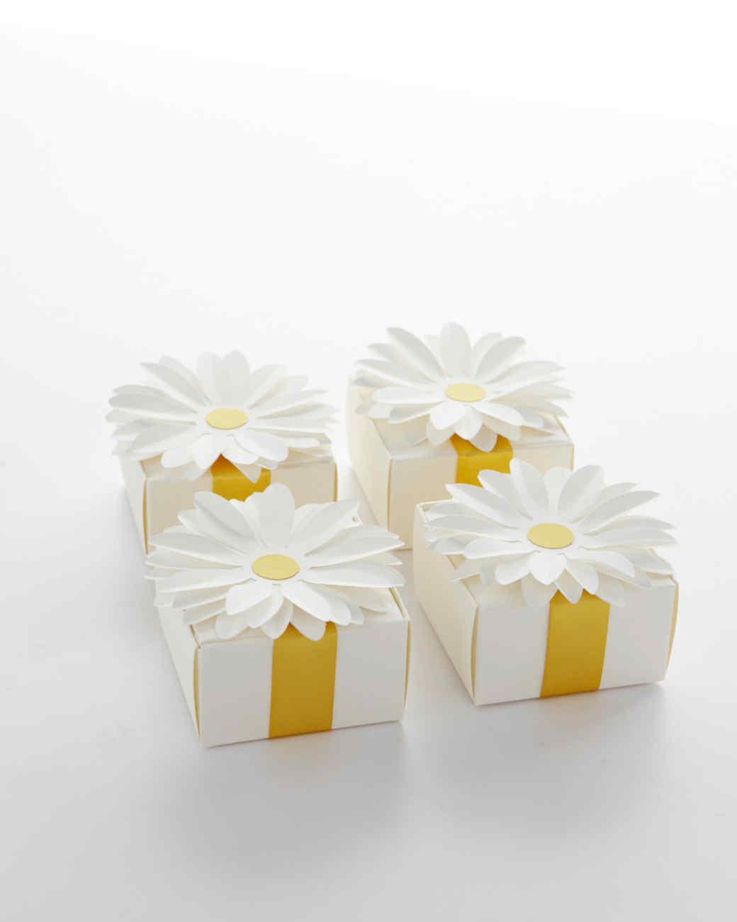 favor-box-daisy-001-wd109097.jpg