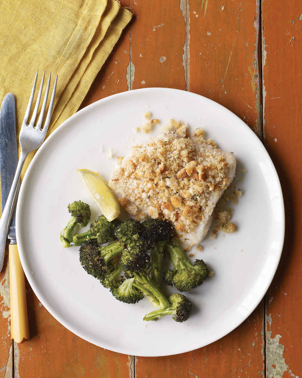 Baked fish with herbed breadcrumbs and broccoli for Crispy baked whiting fish recipes