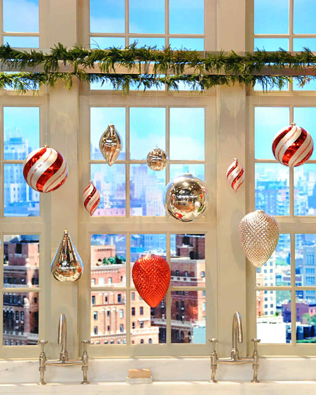6059_120710_kitchen_ornaments.jpg