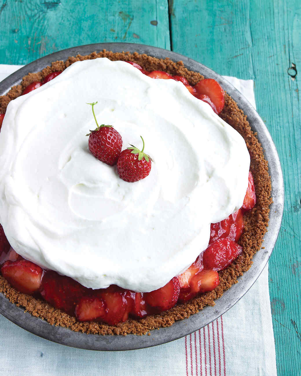 med104169_0609_strawberry_pie.jpg
