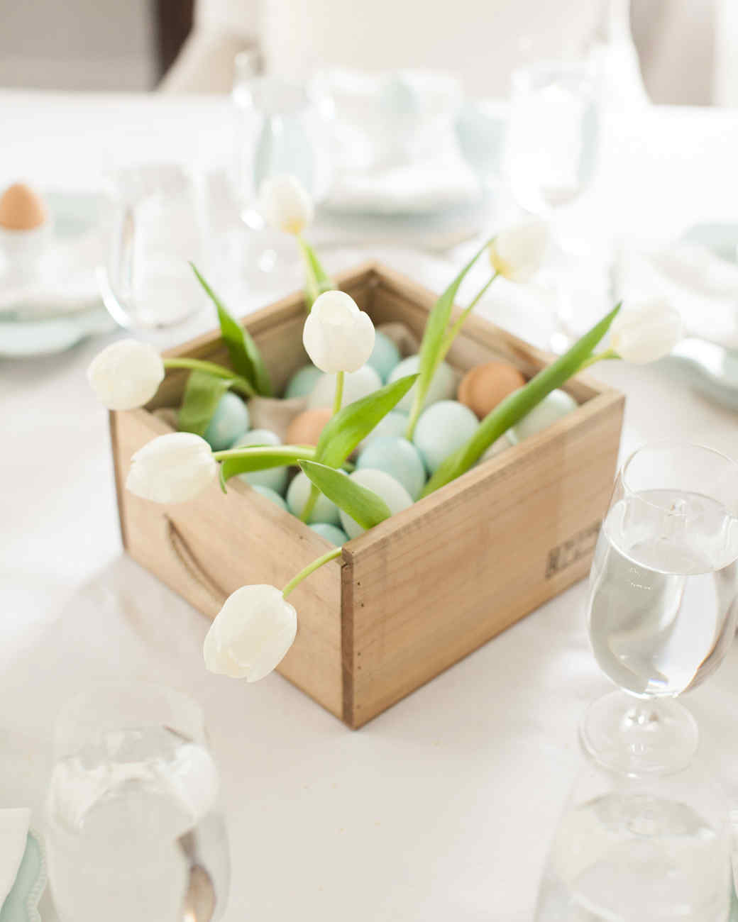 tulip-eggs-basket-centerpiece.jpg