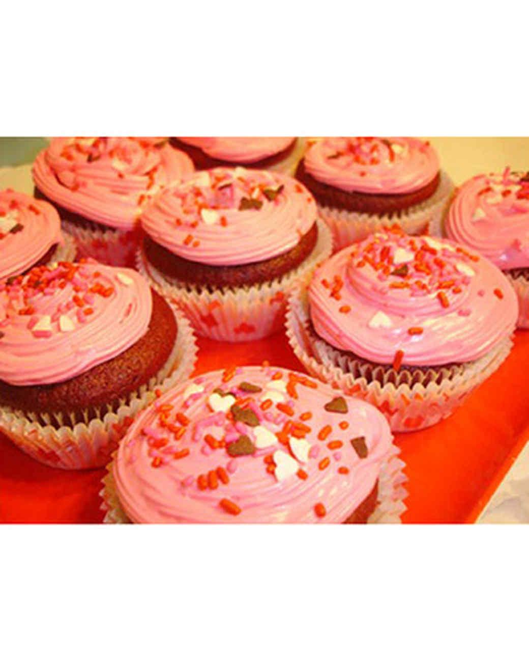 vday_treat_ugc09_ily_cupcakes.jpg