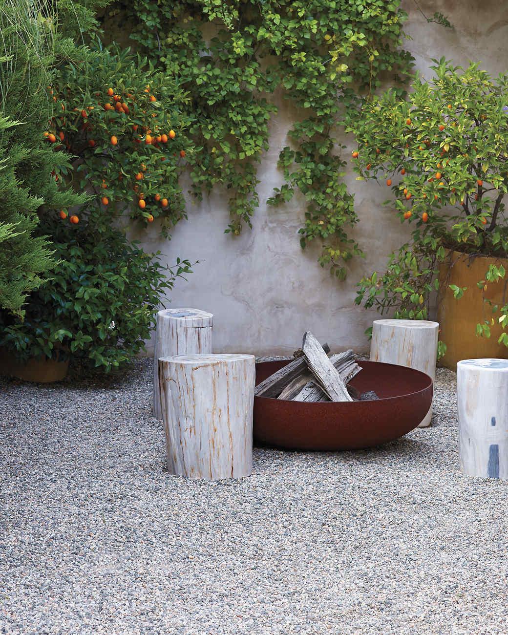 Getting to the bottom of garden flooring martha stewart for Pisos para patios exteriores