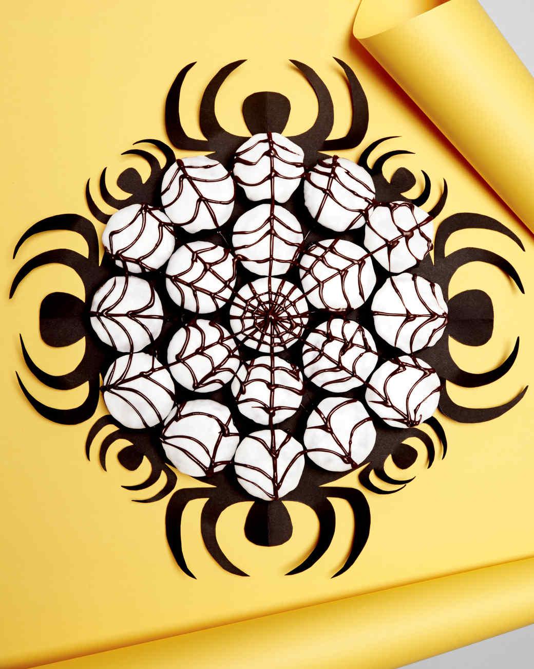 spiderweb-cupcakes-520-d111394.jpg