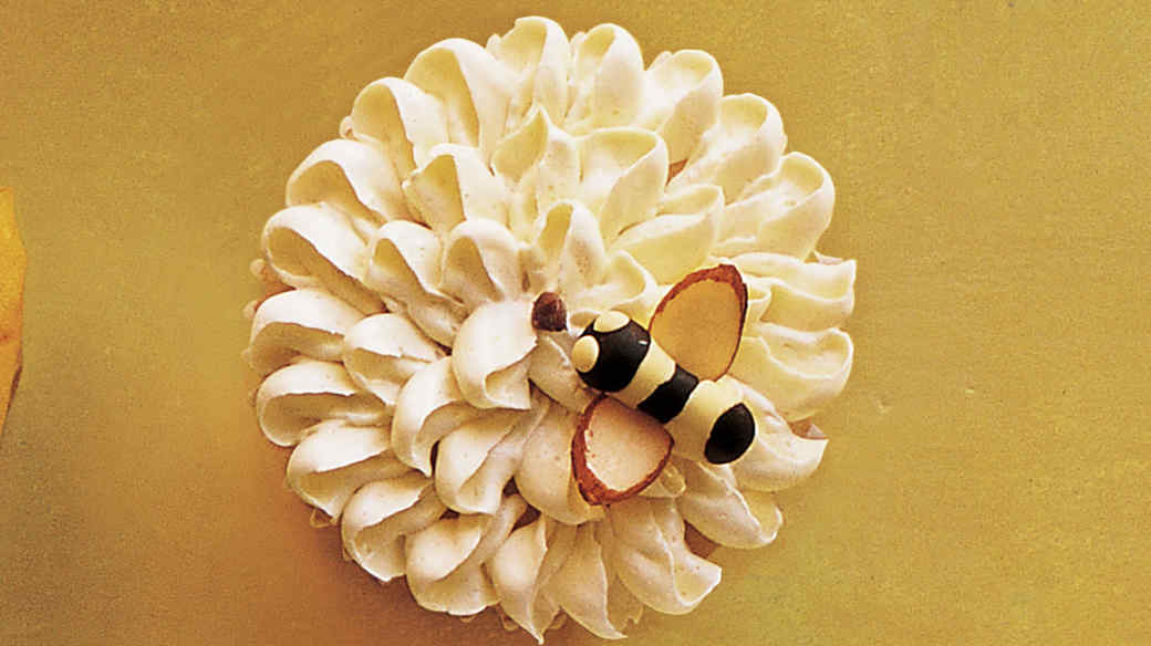 bee on flower cupcake