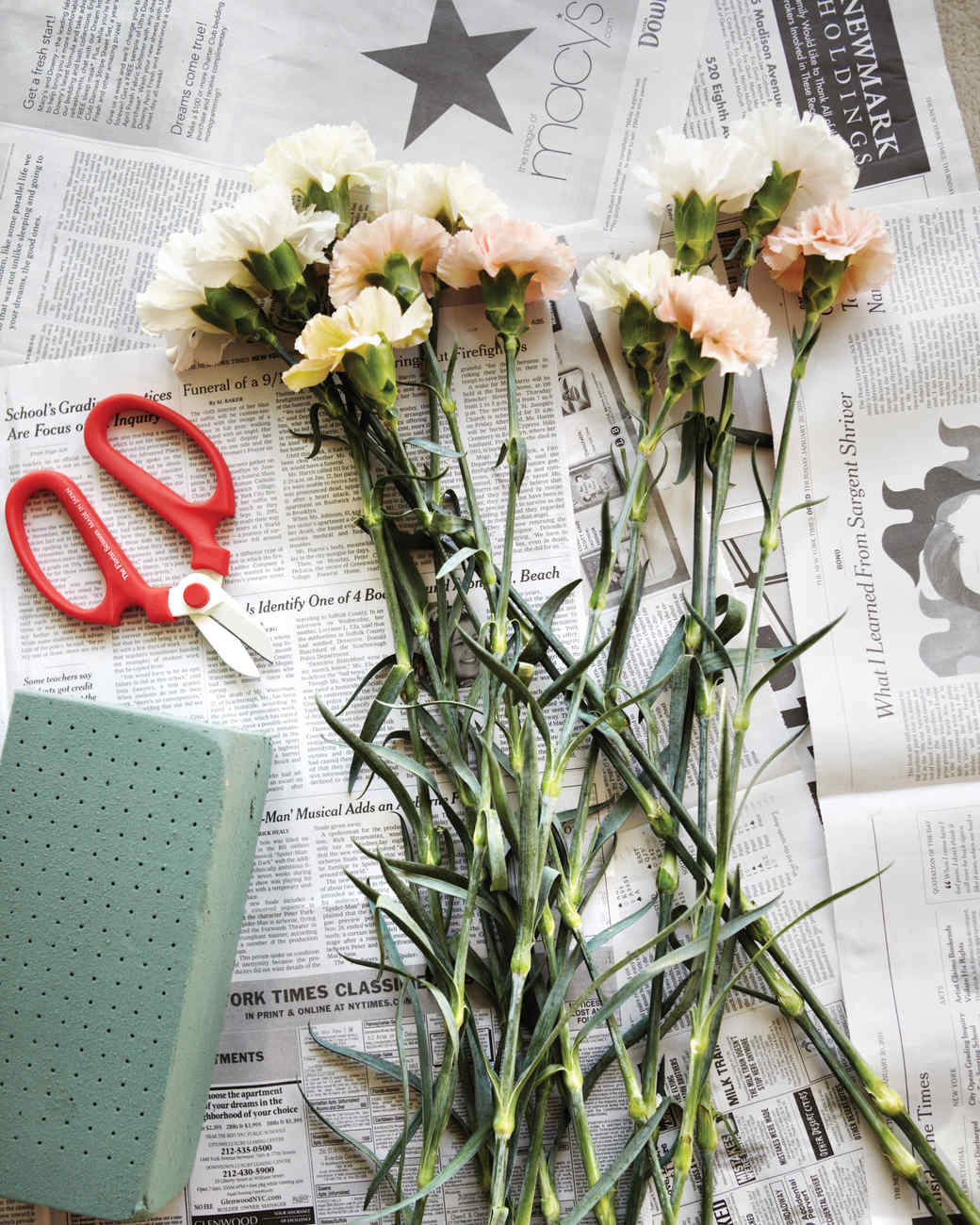 Flower Arrangements Basics: Kevin's Flower-Arranging Tips