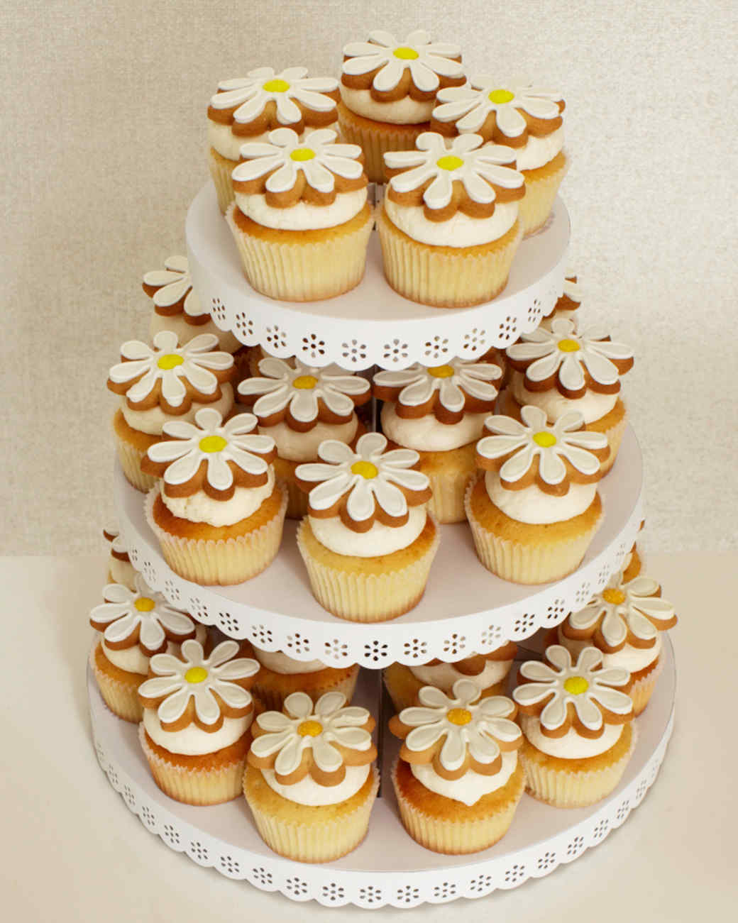 daisy-cupcake-stand-095-wd109097.jpg