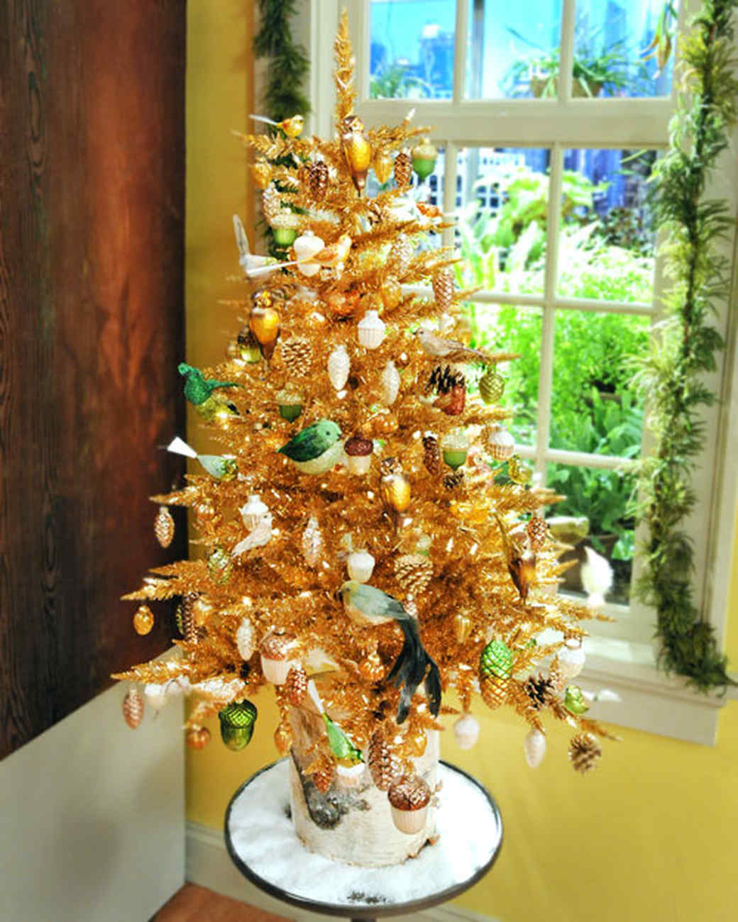 6059_120710_crafts_room_gold_tree.jpg