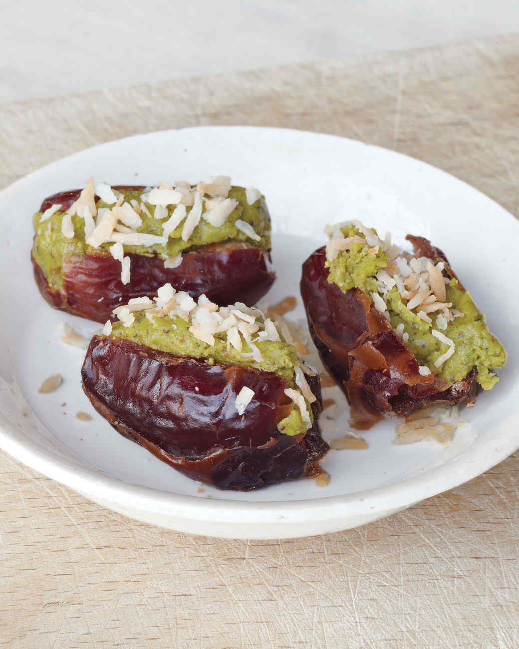 pistachio-stuffed-dates-mbd108052.jpg