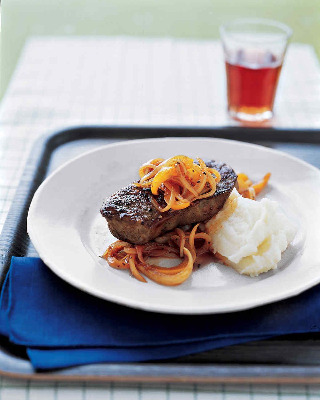 Steak with Bell-Pepper Sauce