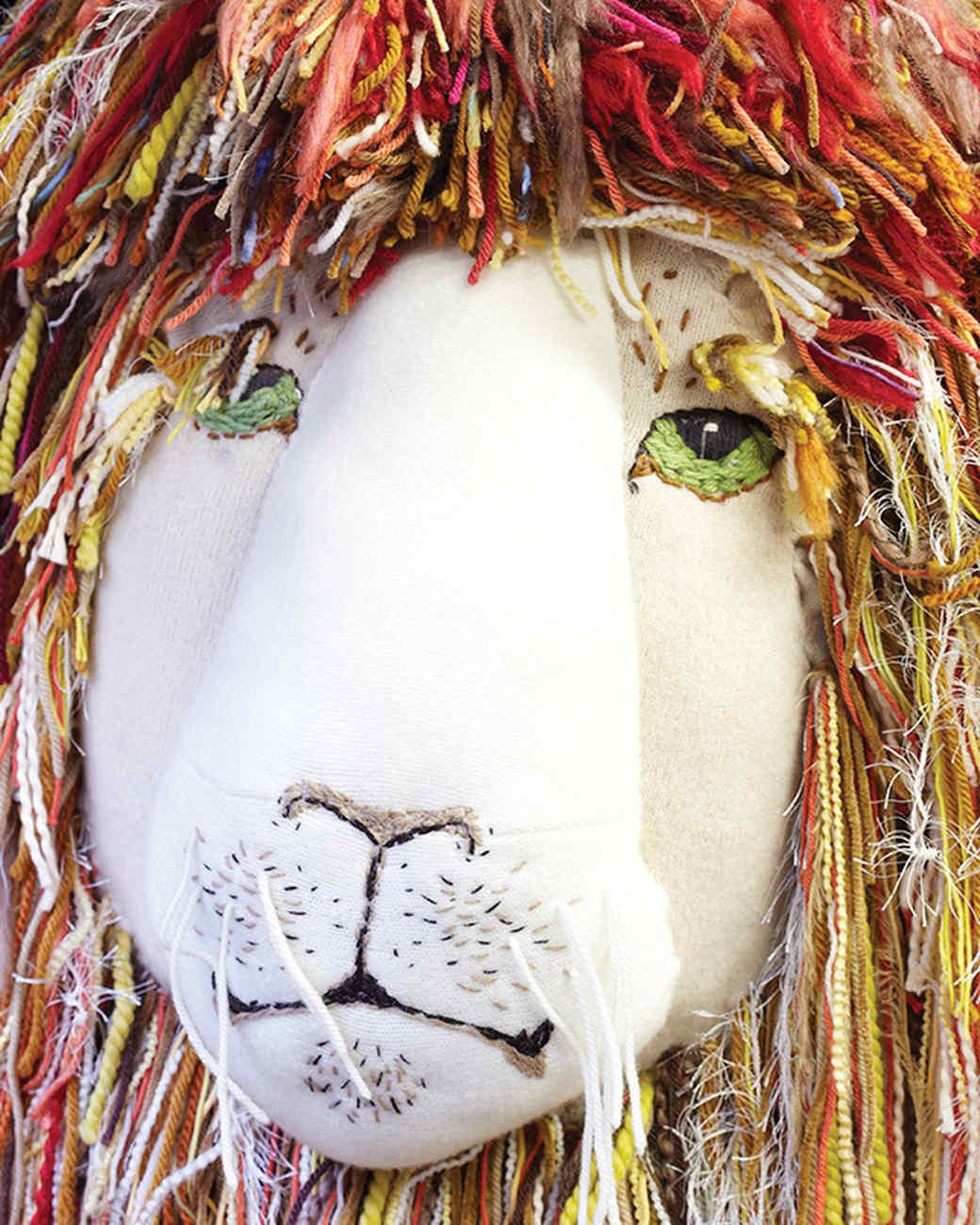 mld105415_0110_lionbrand_yarn_lion.jpg