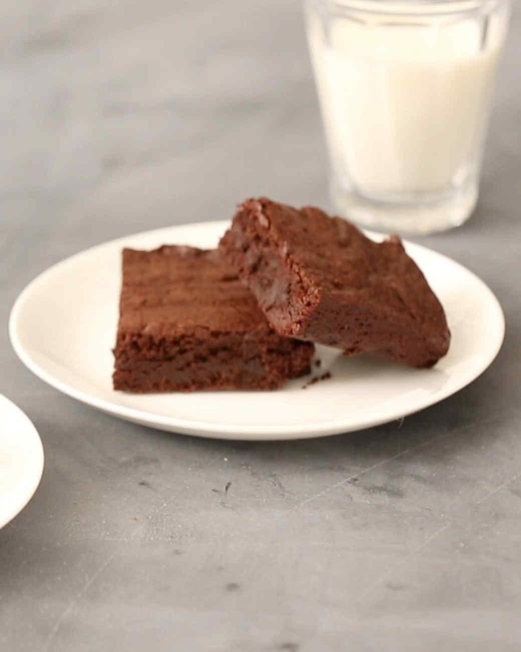 homemade-fudge-brownies-kc0069-0430.jpg