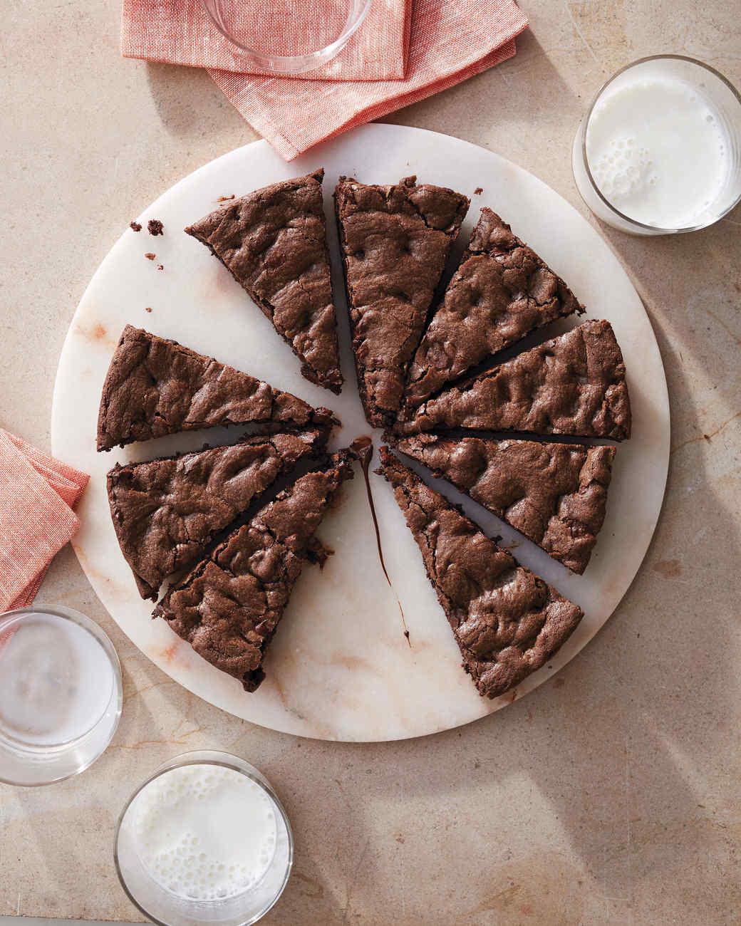 chocolate-skillet-cookie-228-d112793.jpg