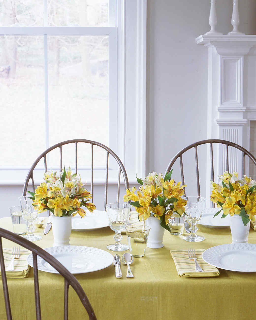 Easy centerpieces martha stewart for Simple dining table centerpiece ideas