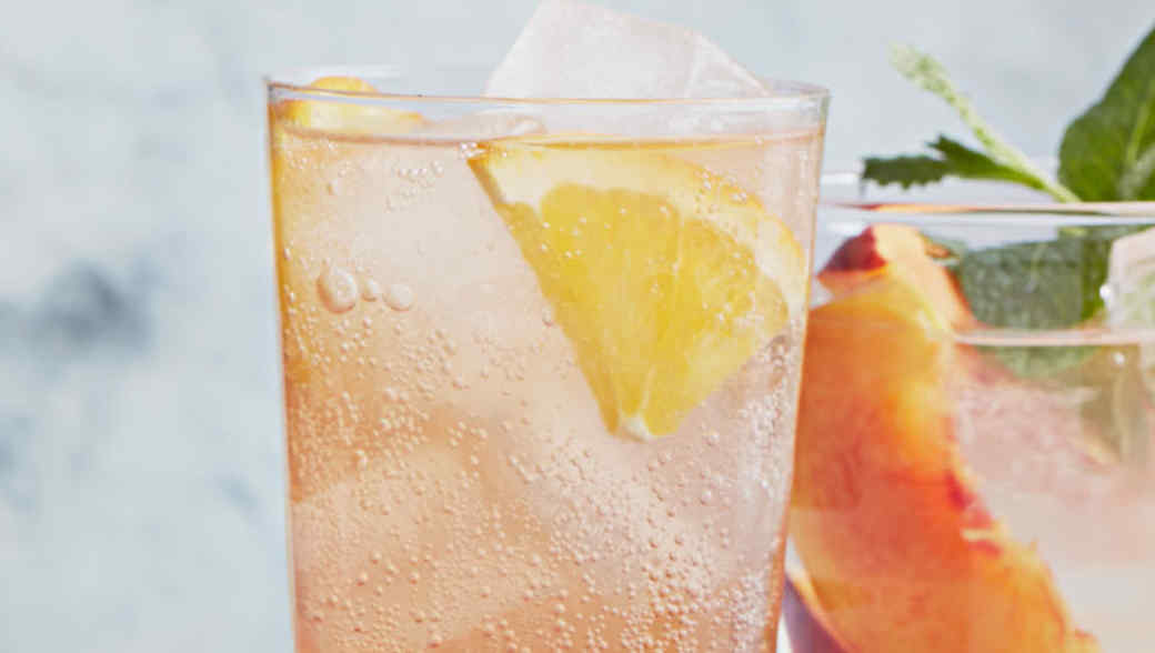 hibiscus black tea spritzer