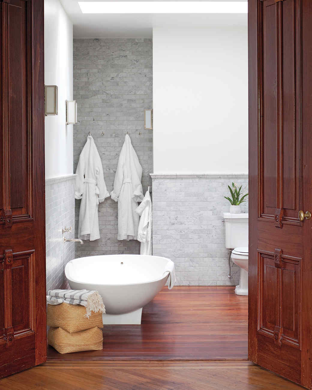 pilars-house-bathroom-0911mld10753710.jpg
