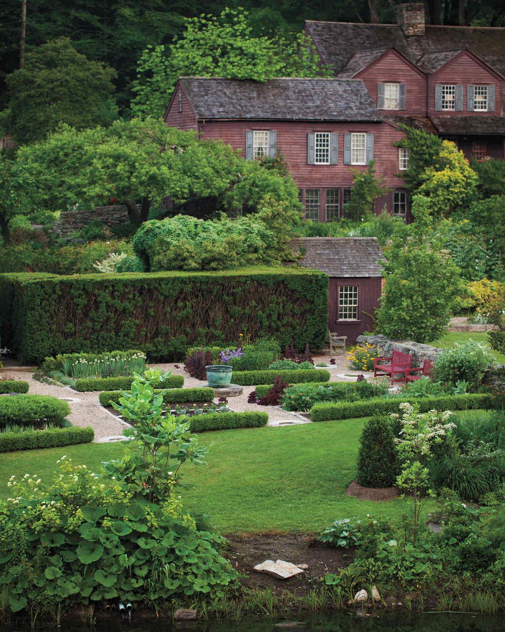 Garden tour hollister house martha stewart for Hollister house