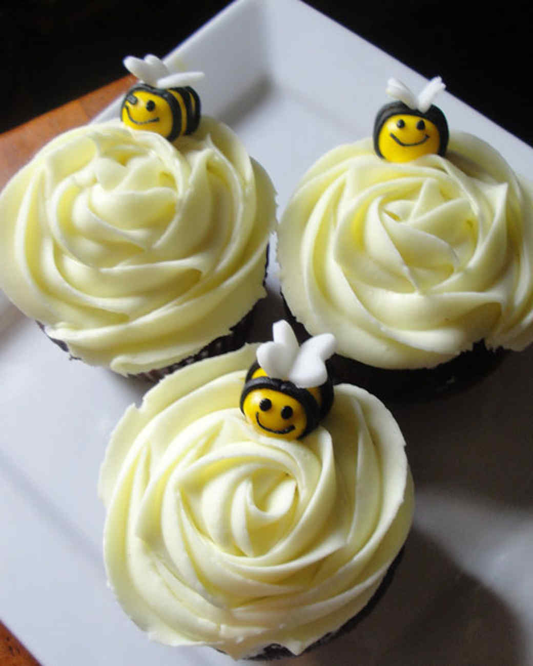cupcake_contest_0211_honey_bee_cupcakes.jpg