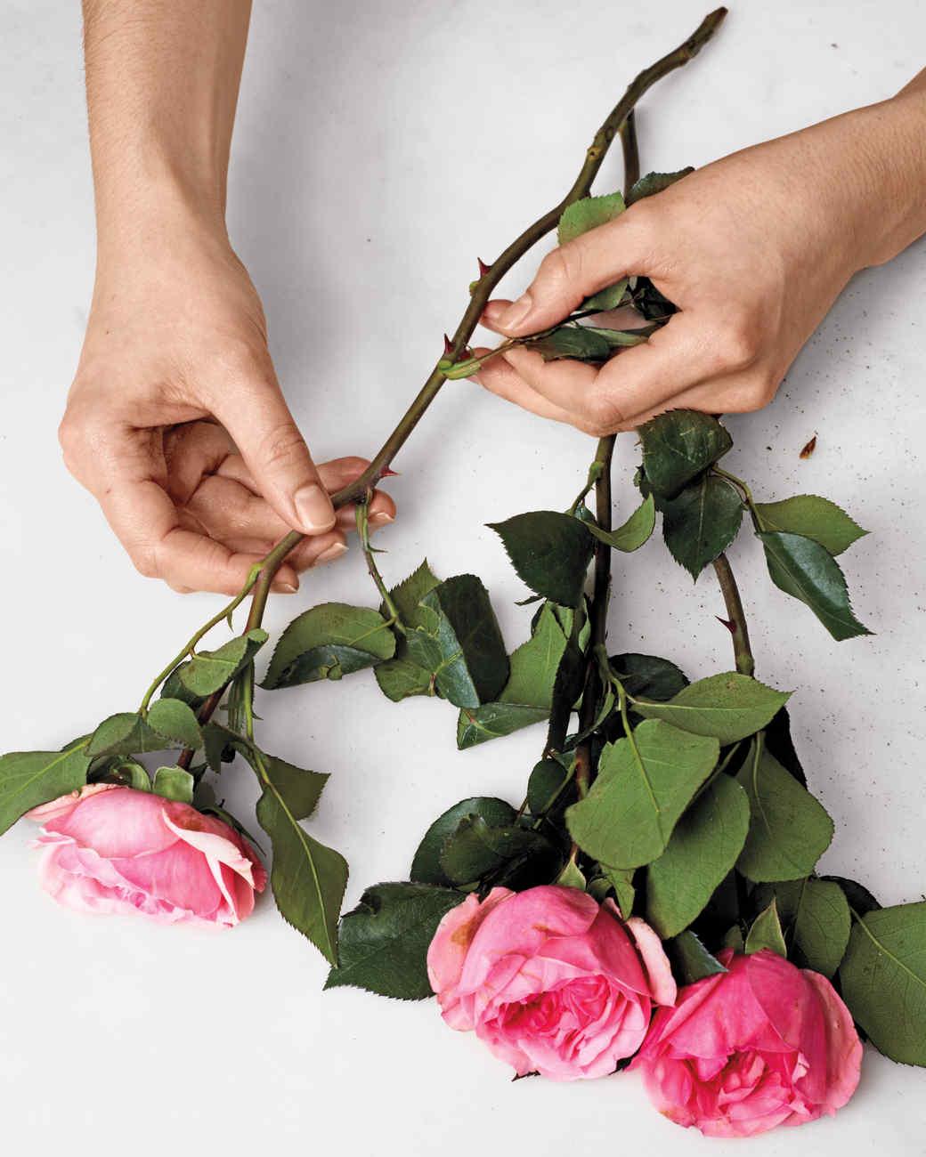 how-to-flower-arrangement-v4-42-d111001.jpg