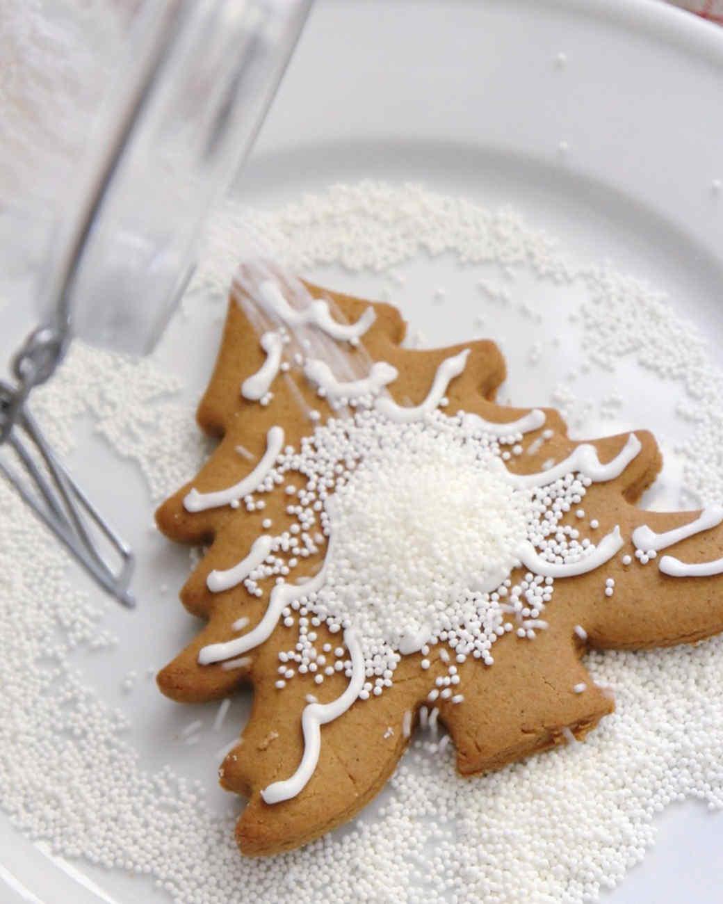gingerbread-tree-snow-jennysteffens-1115.jpg