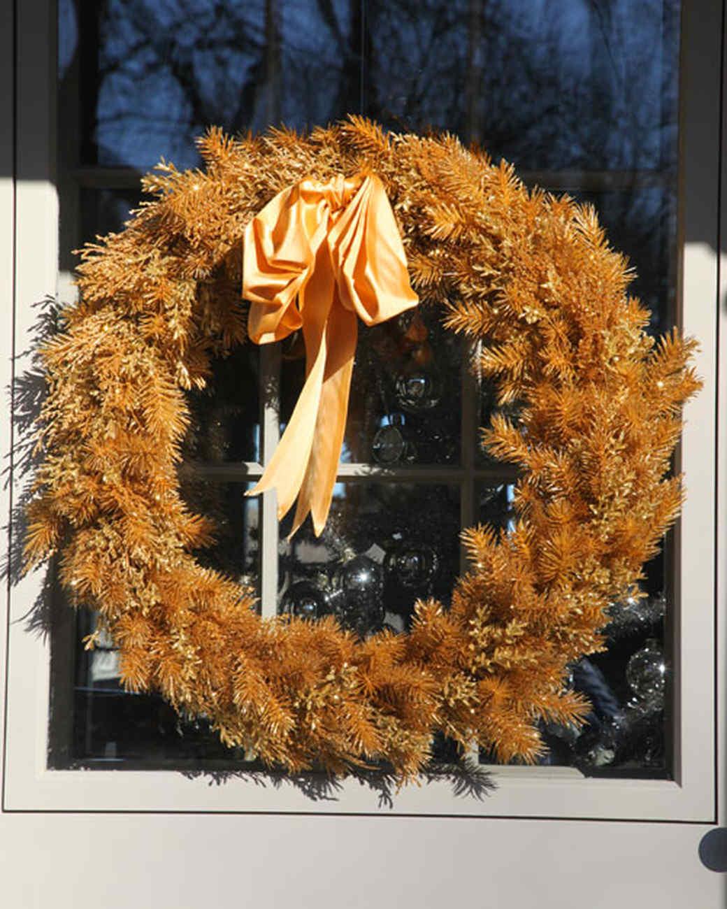 martha-christmas-2010-golden-wreath-1143.jpg