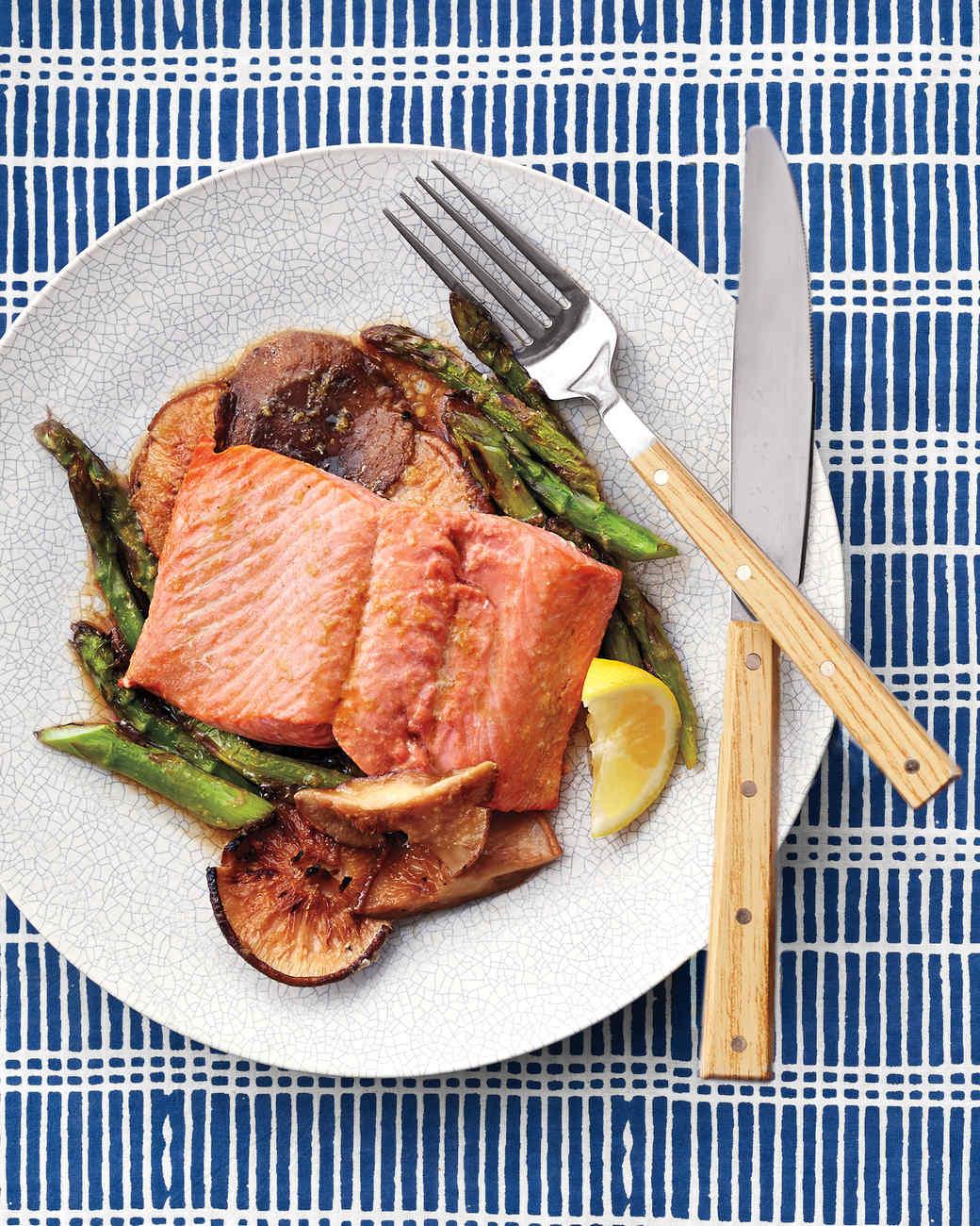 salmon-asparagus-plated-138-exp2-d111921.jpg