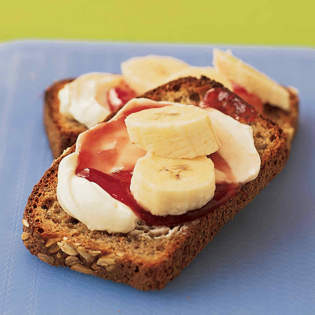 Toasts with Cream Cheese and Fruit