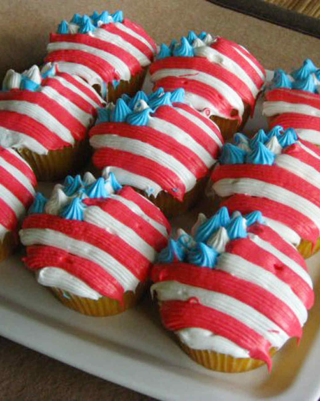 cupcake_contest_0211_american_flag_cupcakes.jpg