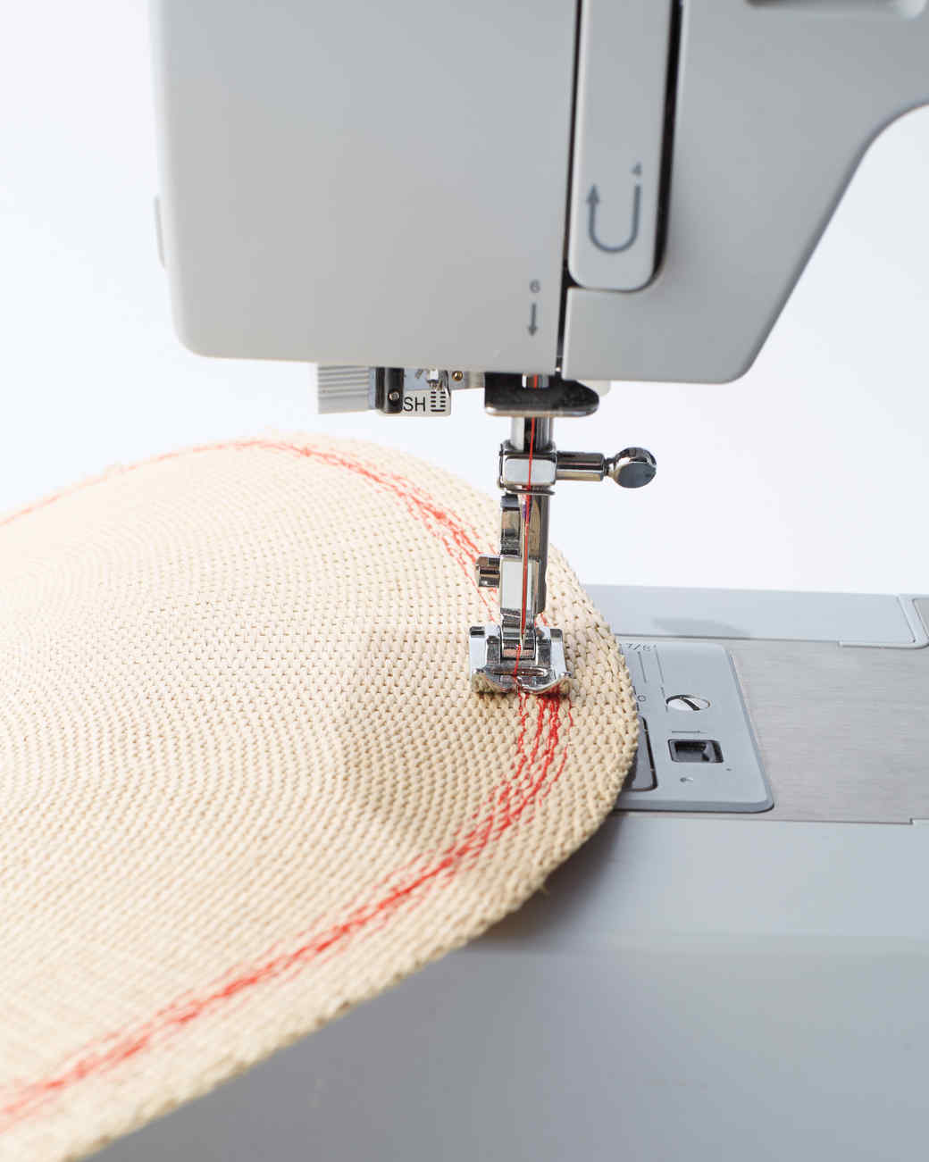 red-placemat-and-sewing-machine-123-d111169.jpg