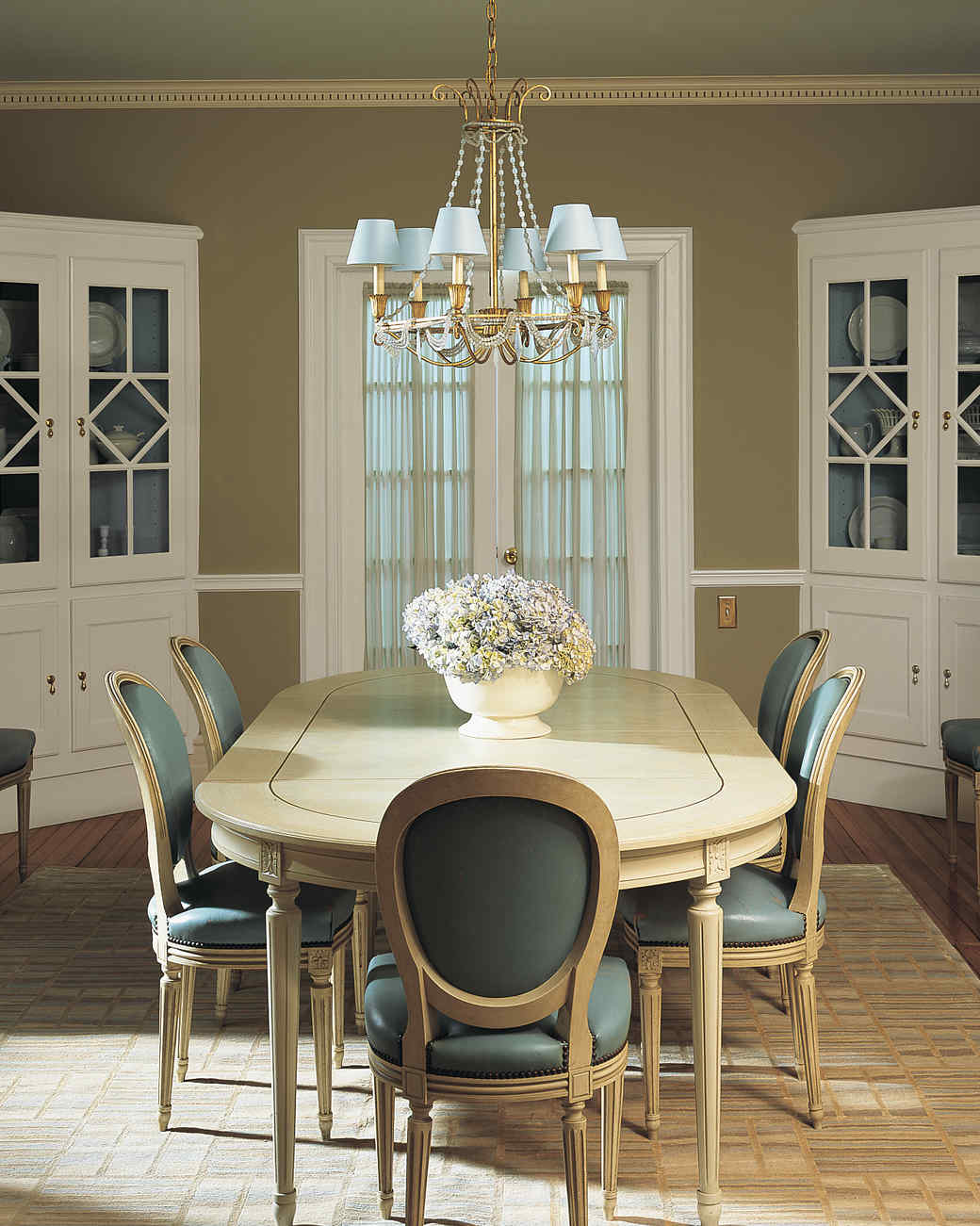 A dining room transformed see how 5 little design ideas for Dining room update ideas