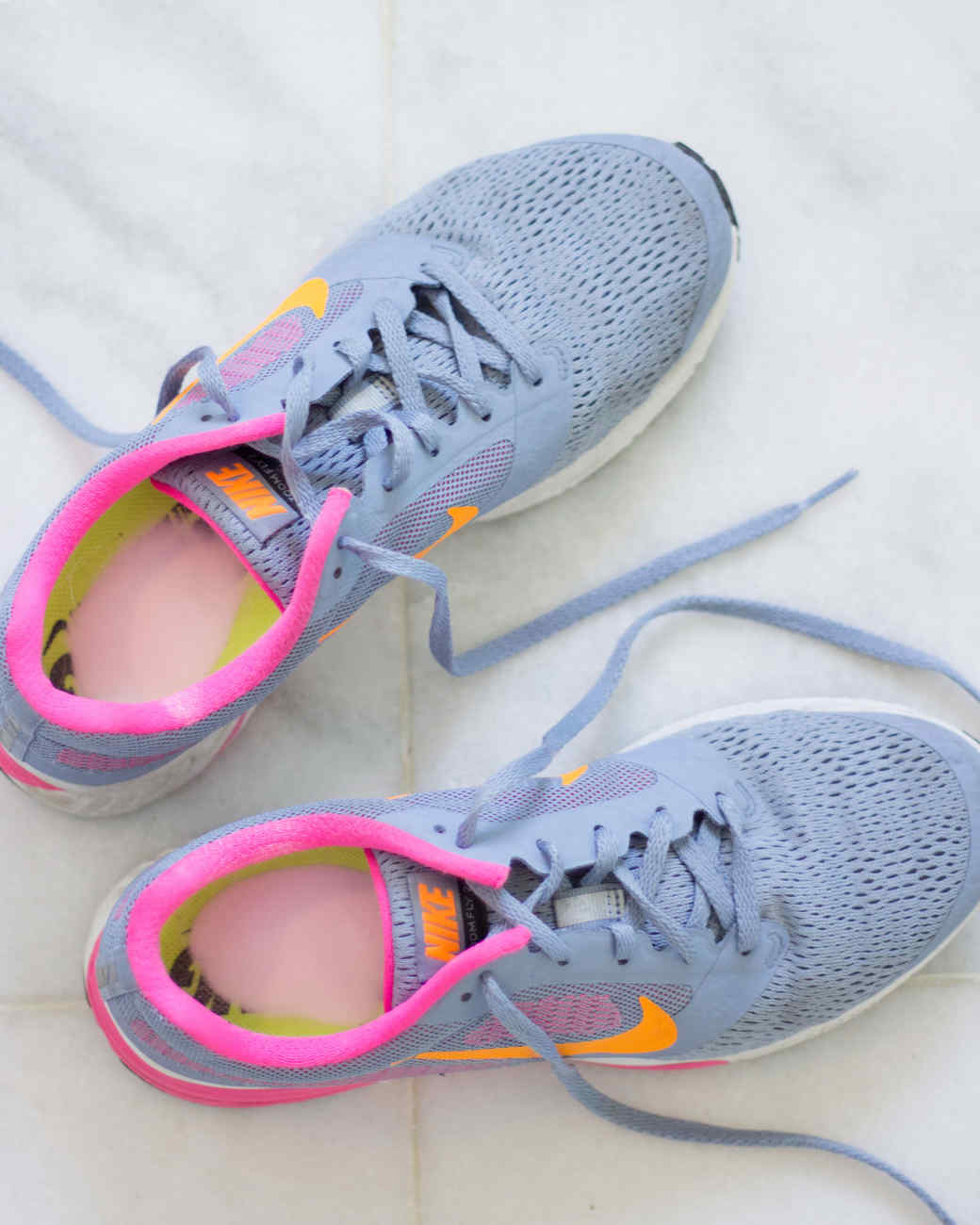 how-to-freshen-sneakers-with-baking-soda-0316.jpg