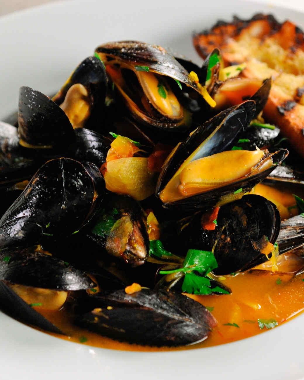 Steamed Mussels with Wine and Saffron Recipe | Martha Stewart