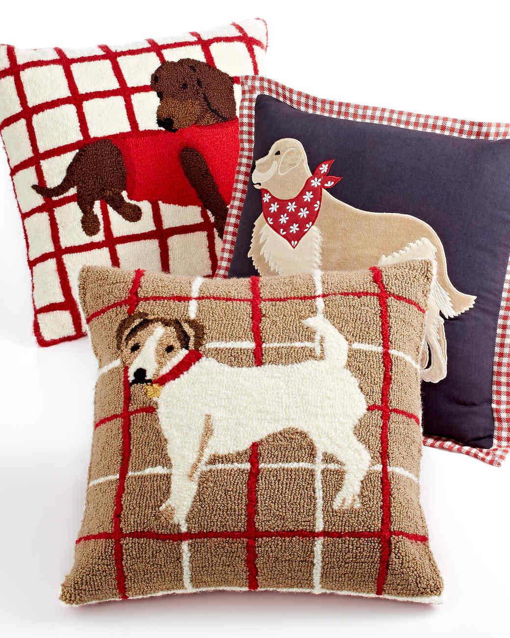 msmacys-holiday-decorativedogpillows-mrkt-1113.jpg