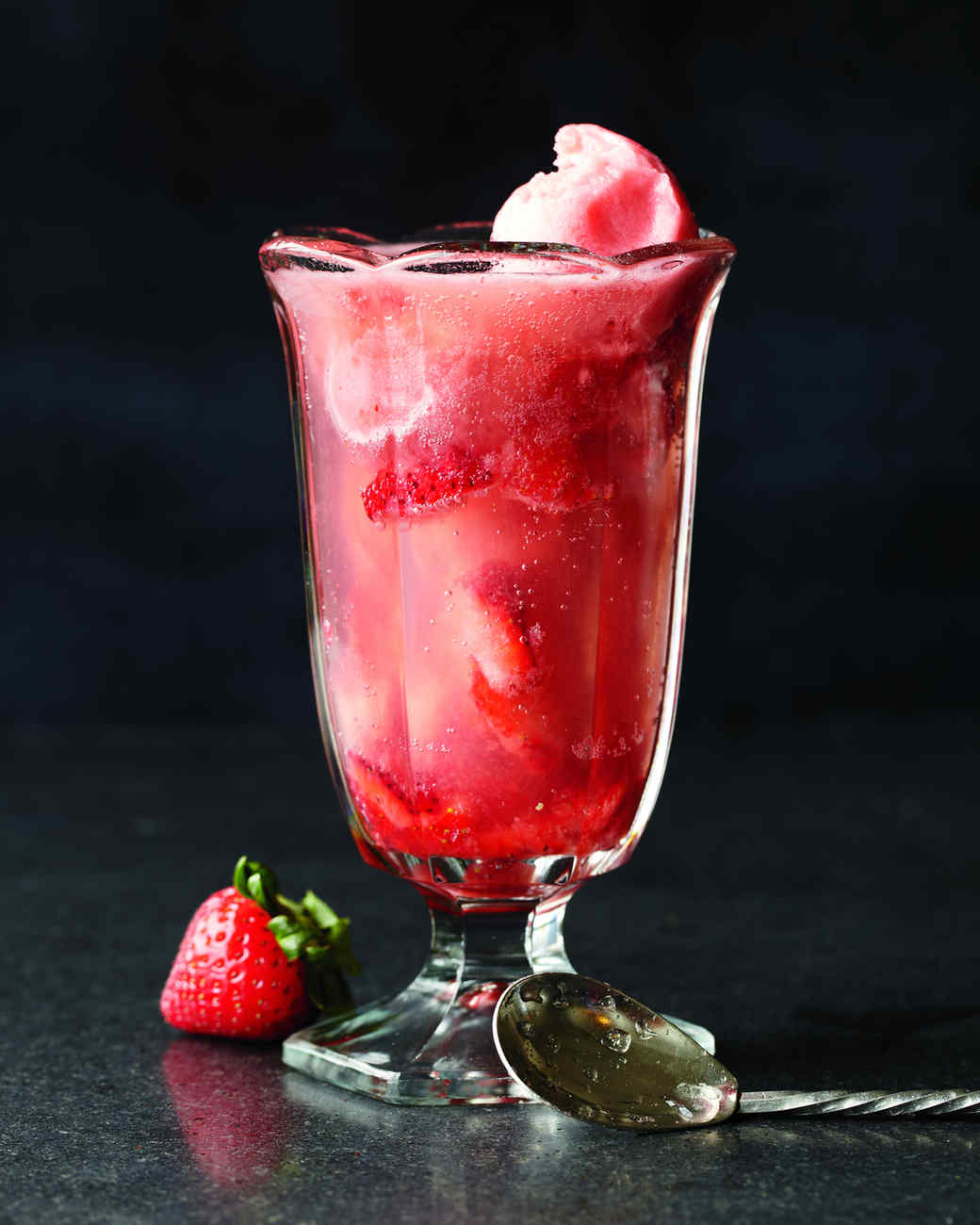 sorbet-soda-with-muddled-strawberries-md108188.jpg