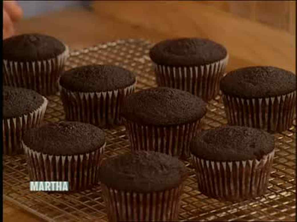 Chocolate Cupcakes with Vanilla Frosting, Part 1