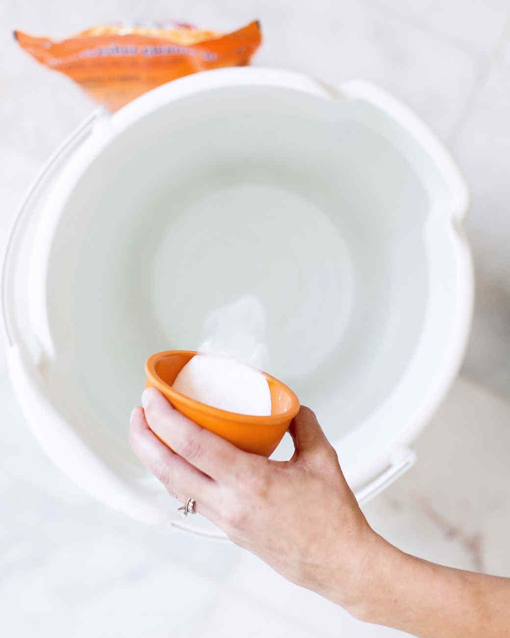 how-to-clean-bathroom-surfaces-tile-floors-0316.jpg