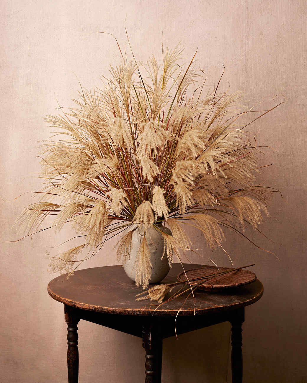 40 Thanksgiving Table Settings to Wow Your Guests : fall flower arrangement 050 exp6 d1126666163605102792817vert from www.marthastewart.com size 1040 x 1299 jpeg 148kB