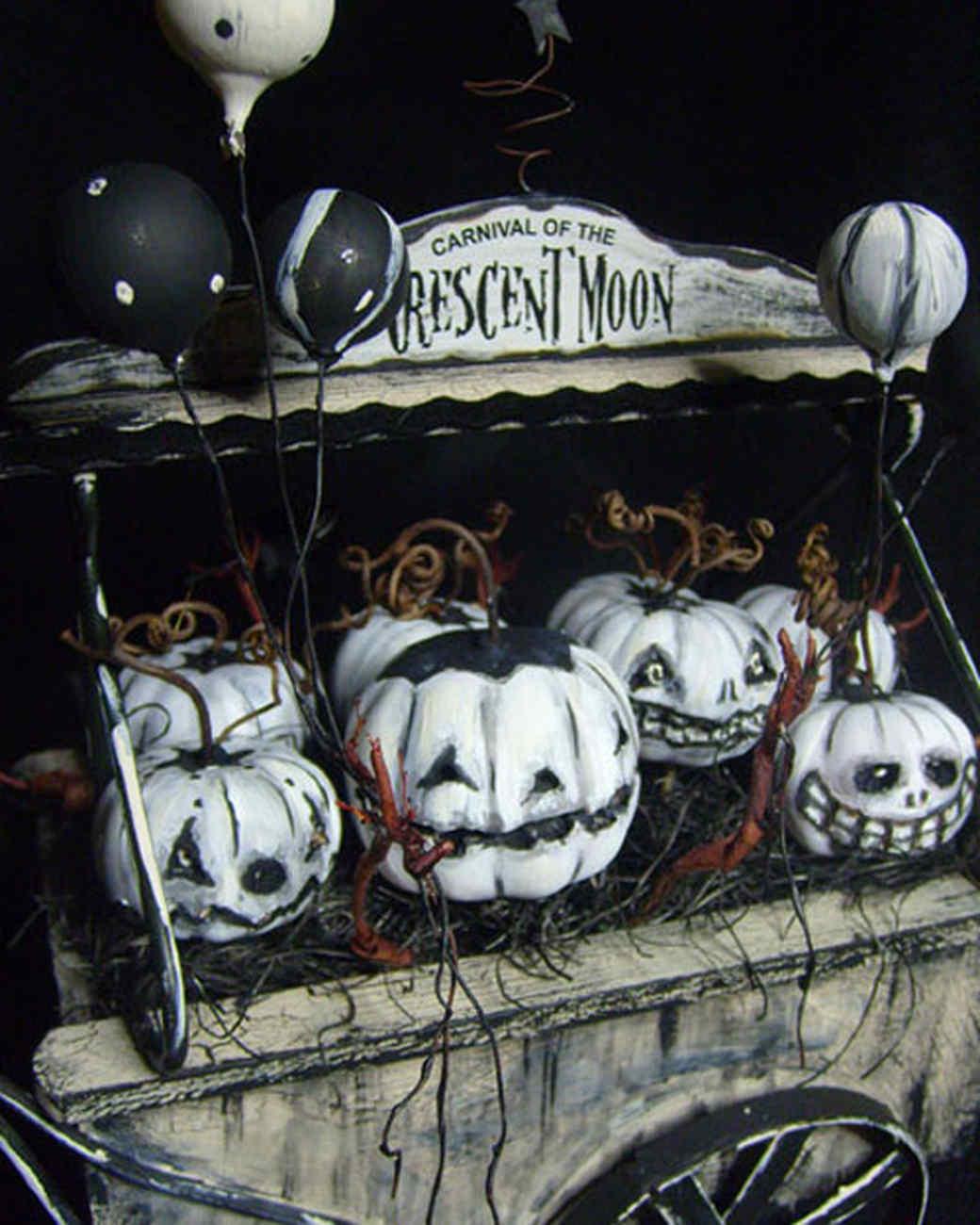 best_of_halloween09_white_pumpkins_in_carnival_truck.jpg