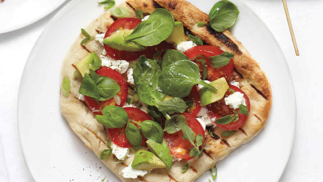 grilled-pizzas-with-tomatoes-and-avocado-d107287-0715.jpg