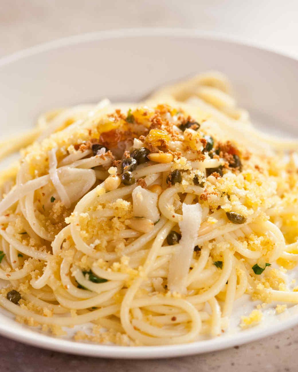 martha-cooking-school-pasta-sauces-bucatini-breadcrumbs-cs2004-0691.jpg