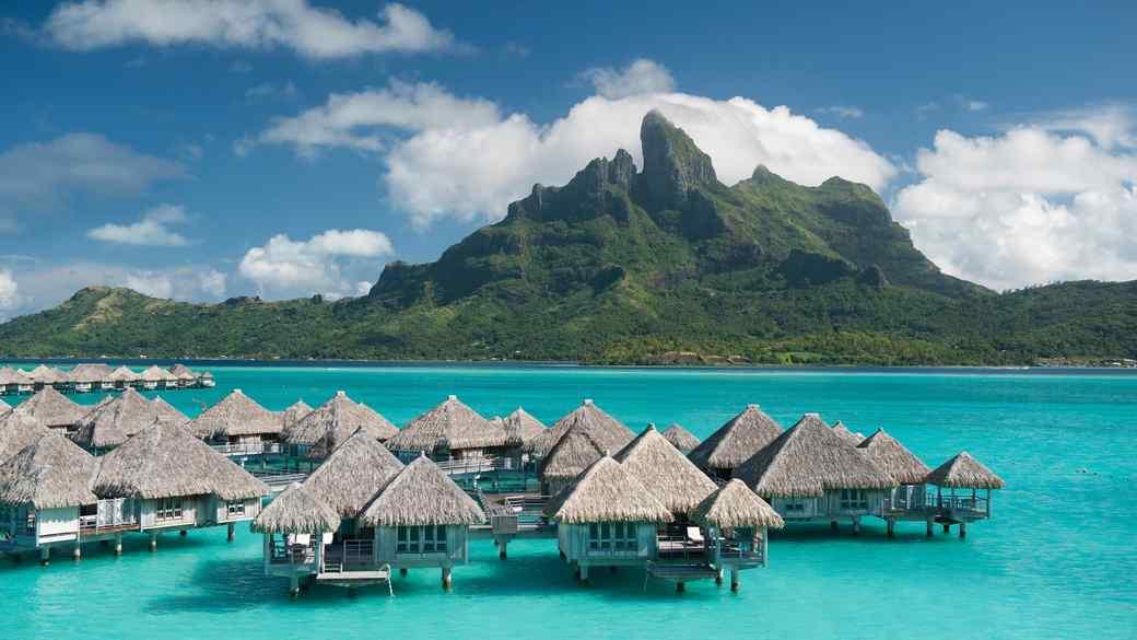 travel-honeymoon-diaries-st-regis-bora-bora-floating-cottages-s112946.jpg