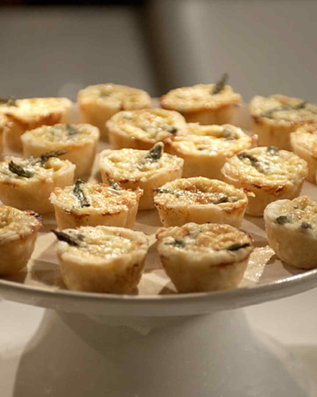 Mini quiches recipe video martha stewart for Decoration quiche