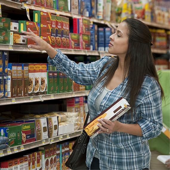 mom-grocery.jpg (skyword:334217)