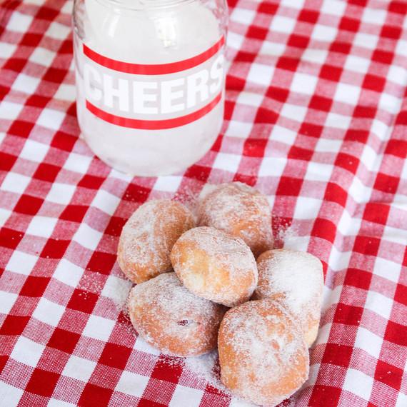 CHEERS_Jelly_Doughnuts.jpg (skyword:242819)