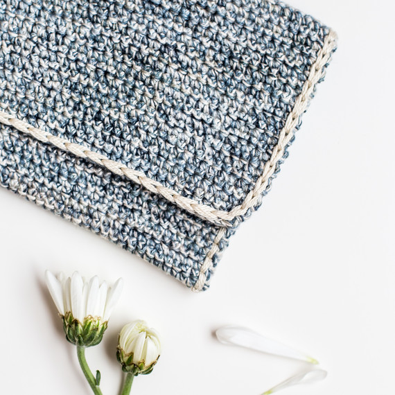 crochet-clutch-7170.jpg (skyword:307089)